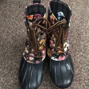 Shoes - Floral duck boots